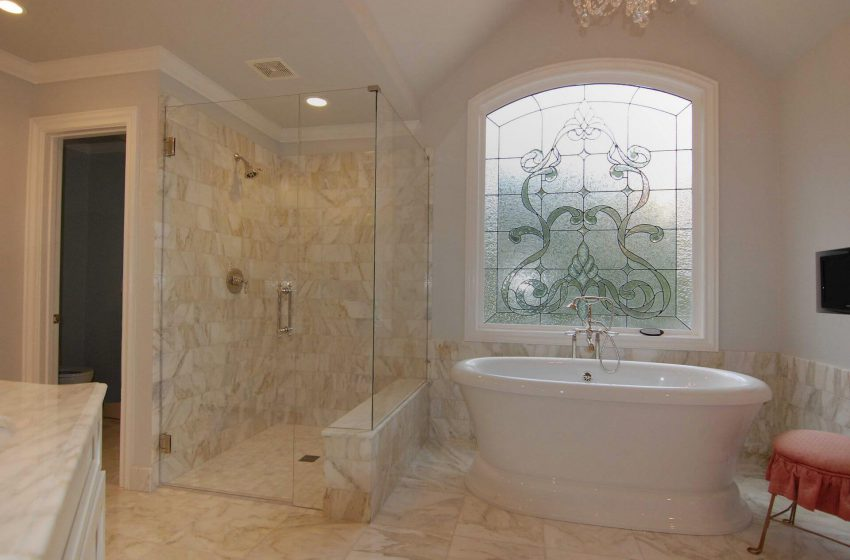 What are frameless shower doors?